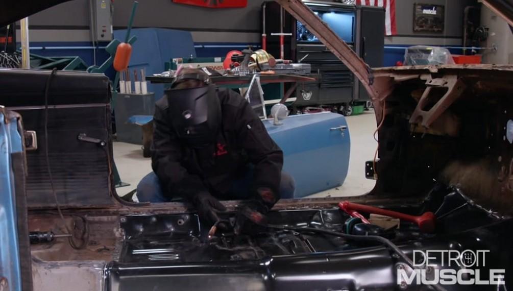 Sustitución del piso de nuestro Dodge Charger del 69