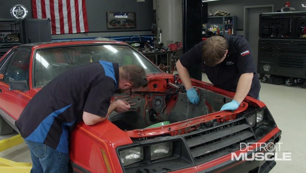 El Cobra de 1981 recibe una restauración en el compartimiento del motor