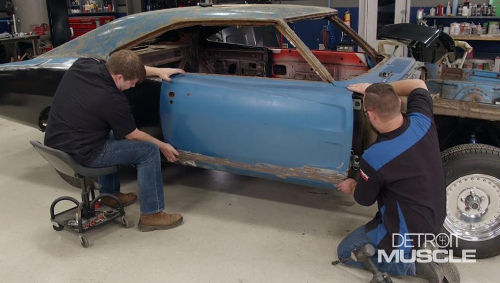 El Dodge Charger del 69 recibe una capa de chapa metálica