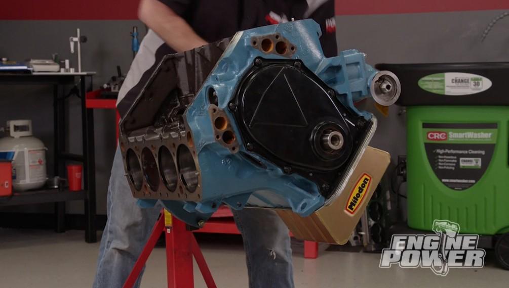 El Big Block Mopar de 512ci pasa de ser un motor de calle a una bala de carreras