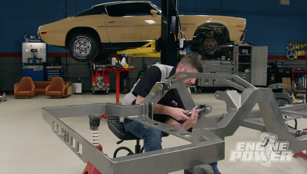 Chasis de Camaro personalizado con componentes de competición