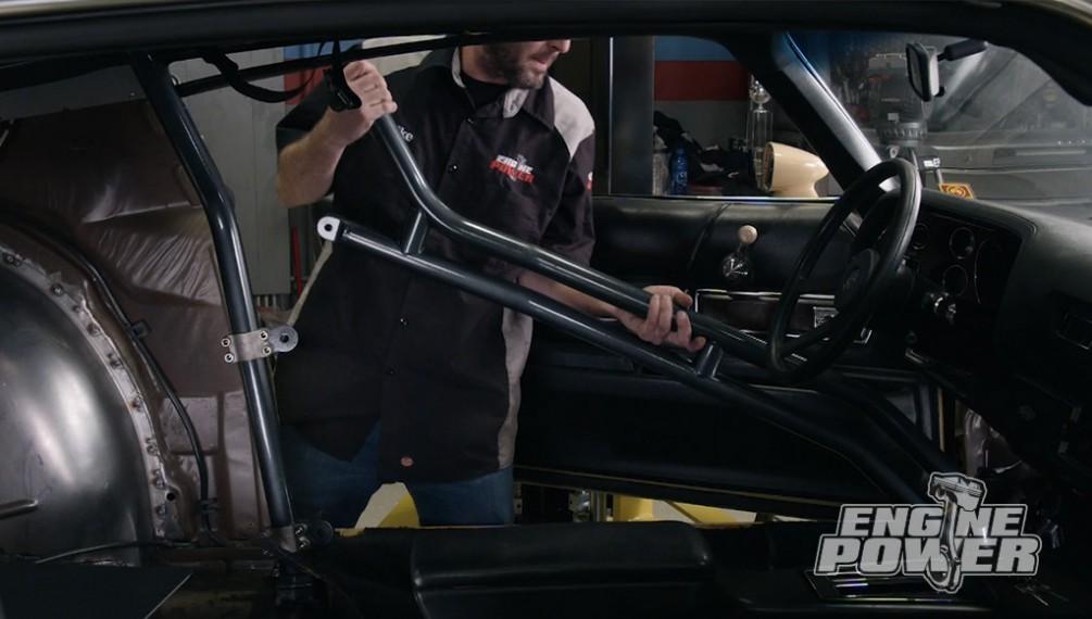 El Camaro es modificado para recibir neumáticos más grandes