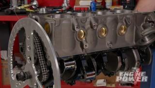 El bloque pequeño de Chevy de alta compresión y altas revoluciones.