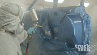 Nuestro Chevy Blazer llega al estudio de pintura para una nueva capa.
