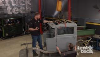 El Hot Rod del Modelo A se estrella contra el suelo.